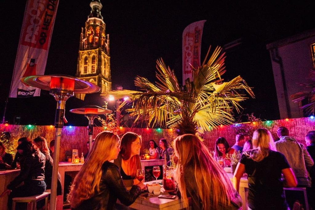 Dakterras - nacht | Proost in Breda